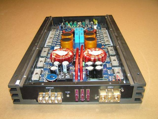 Monoblock high power Class D amplifier