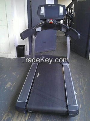 Life Fitness 95t Engage Treadmills 15 Available