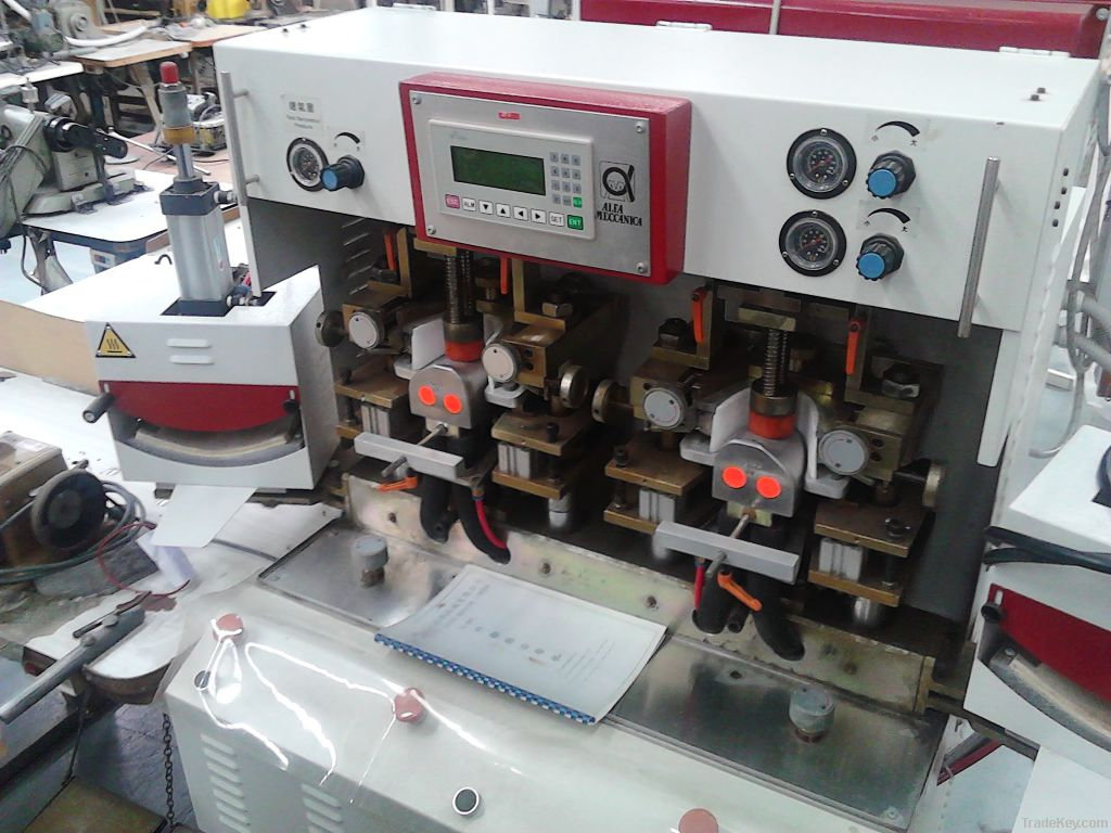Two Cols and two hot toe moulding machine