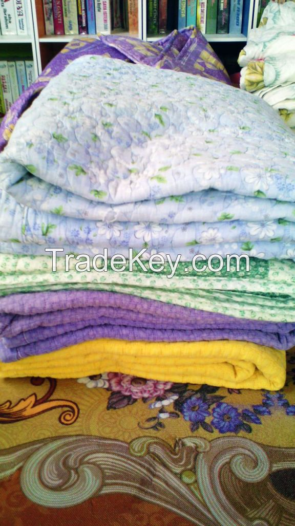 COMFORTER BLANKETS AND BEDSHEETS A GRADE