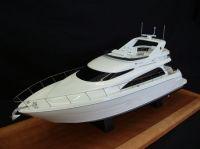 Модель яхты...