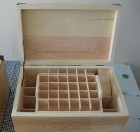 나무로 되는 정유 상자...