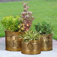 Up to an 25% Off on Metal Planters Products