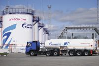 WE (GAZPROMNEFT TANK FARM) ARE TANK FARM AGENCY SERVICING COMPANY IN ROTTERDAM, HOUSTON AND QINGDAO