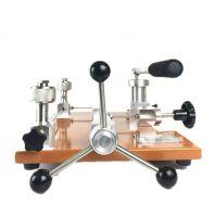 Pressure calibrator/pressure calibration hand pump