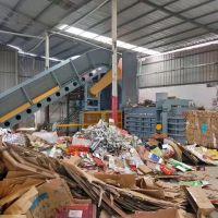 Hydraulic waste paper baling machine with belt conveyor
