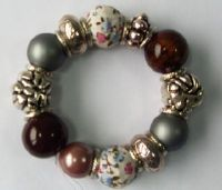 Sell bracelets with acryl