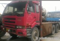 Sell 6x4 red color 388hp used Nissan tractor head tractor truck