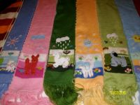 SCARVES  WITH  DECORATIVE  APPLICATIONS  FOR  KIDS