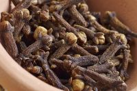 We Offer Raw Dried Whole Cloves