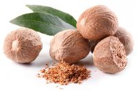 Best Quality Dried Whole Nutmegs and Nutmeg powder available now.