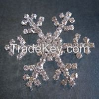 Rhinestone inlaid snowflake brooch for Christmas gifts