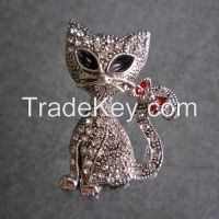 Fashion style metal fox shaped rhinestone brooches