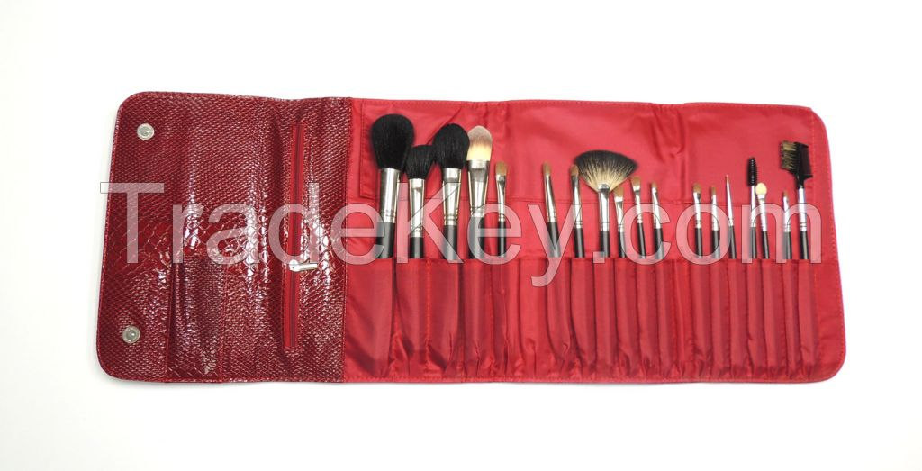 Beauty Applicator Set with Chic Red carrying case