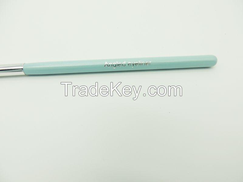 Angled Eyeliner Brush