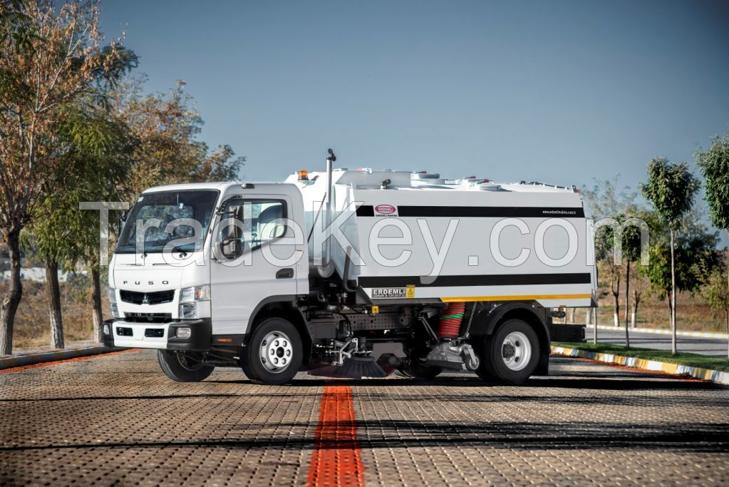 4 CBM Vacuum Road Sweeping Truck