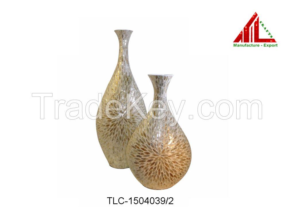 lacquer vase