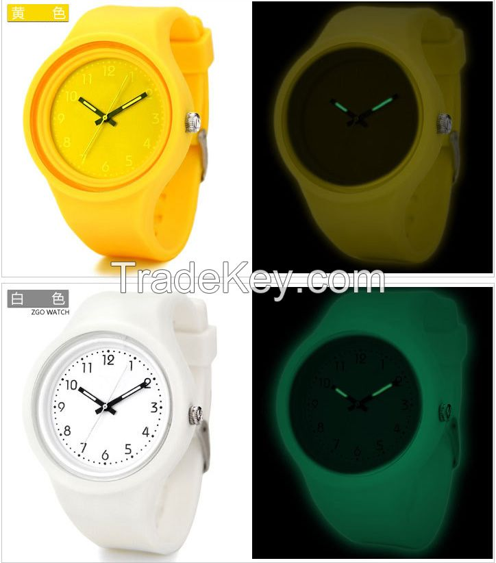 fashiont luminous waterproof silicone wristwatch