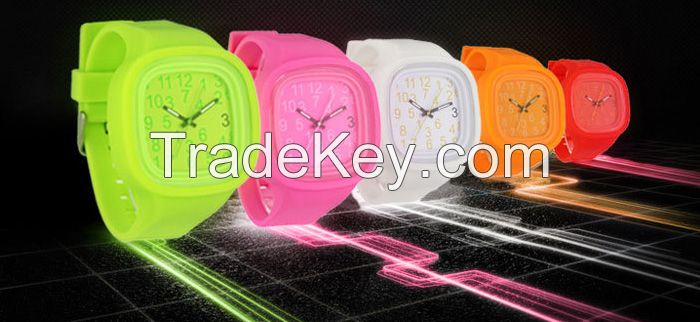 Factory supplier newest fashion luminous silincone watch