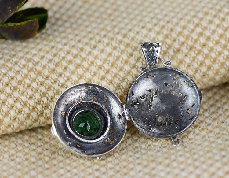 Exquisite gawu box inlaid green crystal S925 sterling silver pendant