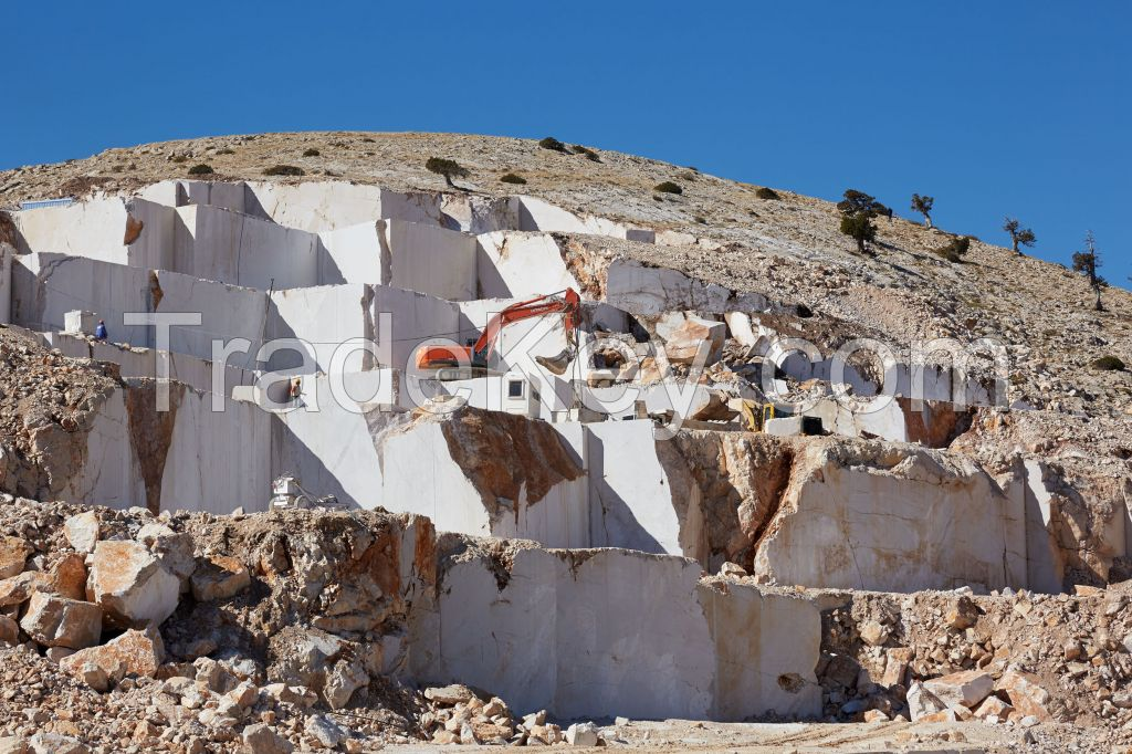 Marble blocks, slabs, tiles