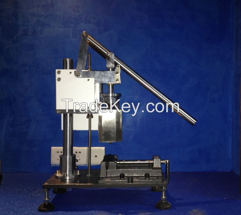Hand Operation Plastic Injection Moulding Machine For Small Part
