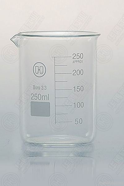 1101 GG17 BEAKER low form, with spout with printed gradulations for 50