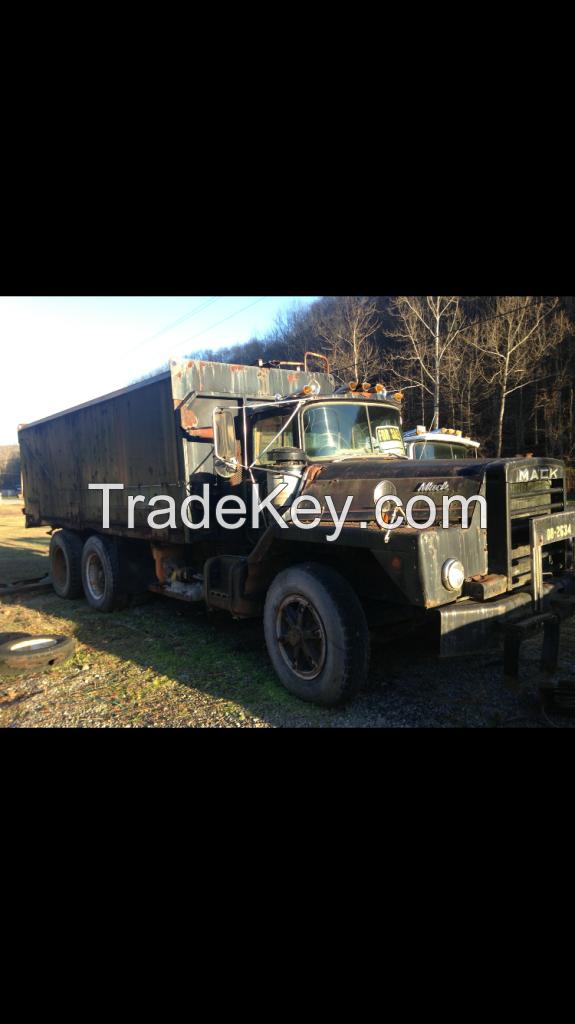 Mack DM 800 water truck