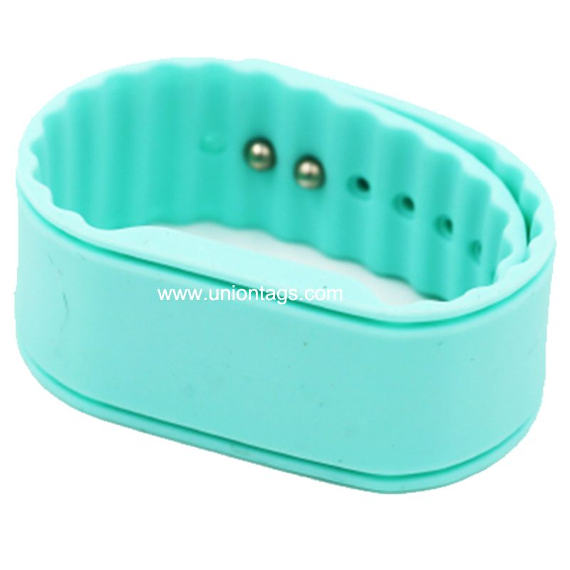 Low price EM4200  silicone rfid wristband for park event