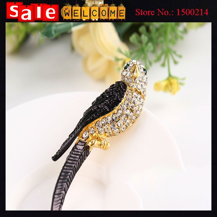 Fashion Golden Rhinestone Bird Parrot Animal Big Brooch Collar Pin