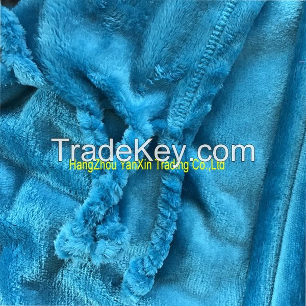 Polyester solid flannel blanket with tassels