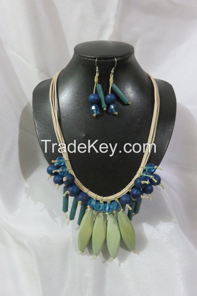 LCS-170051=A Set of 21 inches Drop Necklace and Dangle Hook Earrings