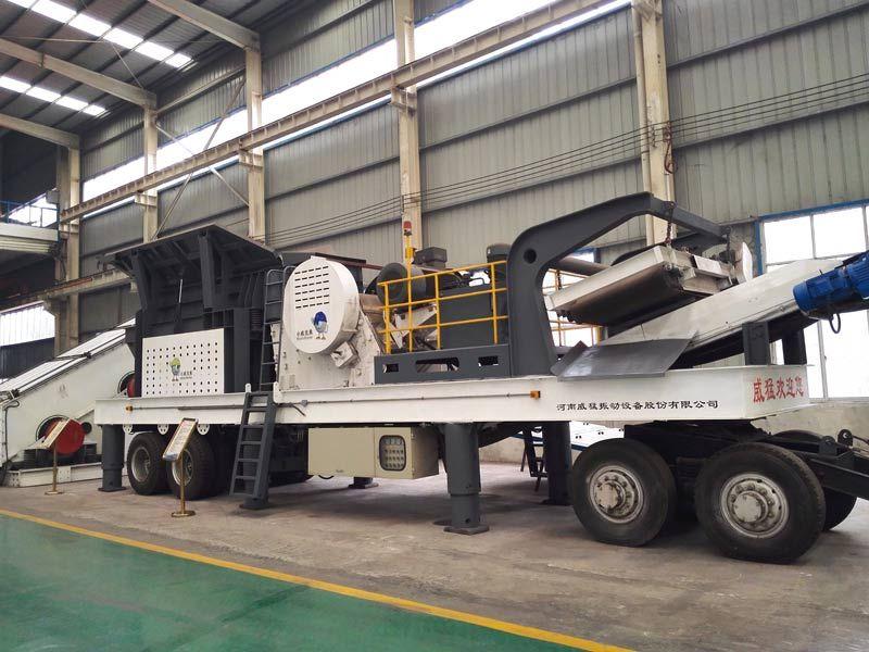 Tire type mobile crushing plant, stone crushing machine