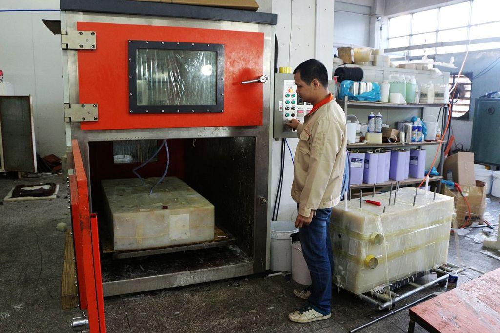 Vacuum casting mold