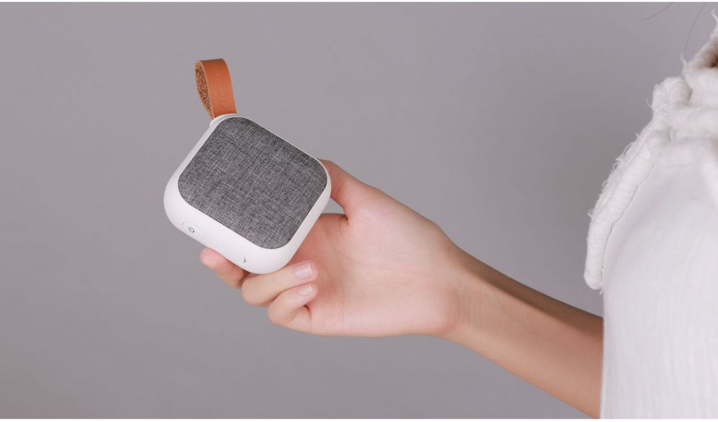 Fabric portable Bluetooth speaker, IPX5 waterproof and special design