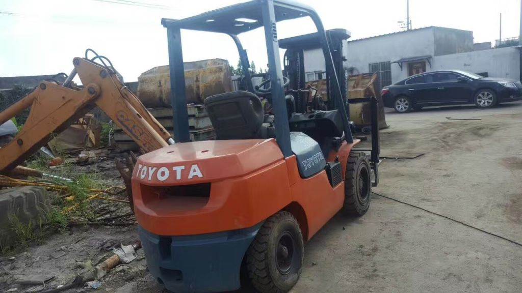 Used construction machine Japan Toyota 3t 5t 10t F30 forklifts for sale in low price