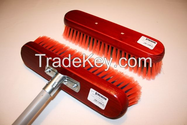 Soft / synthetic household broom