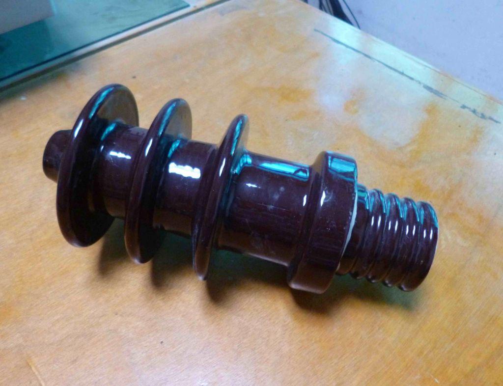DIN Standard 11kv Transformer Porcelain Bushing Insulator,