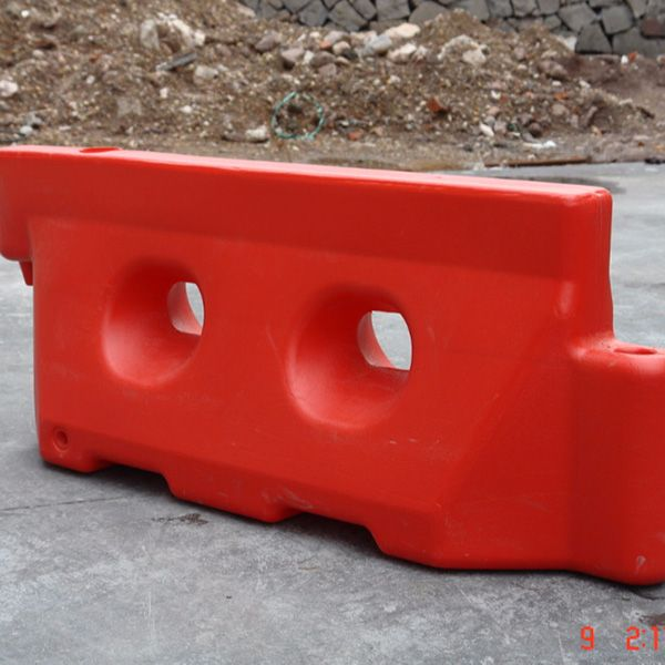 New product flood inflatable water barrier,plastic construction traffic barrier