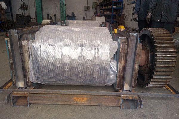 Metallic magnesium powder pressing machine