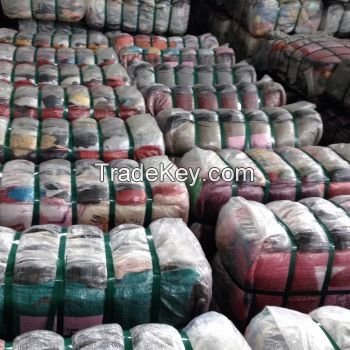Used clothes in bales , Choose from Various categories/from America and Italy