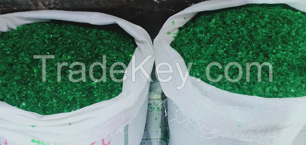 GREEN HOT WASH PET FLAKES SMALL CUTTING