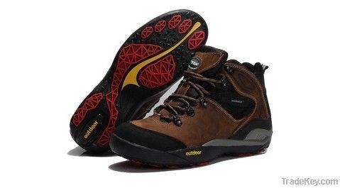 2013 fashion waterproof mountain climbing shoes