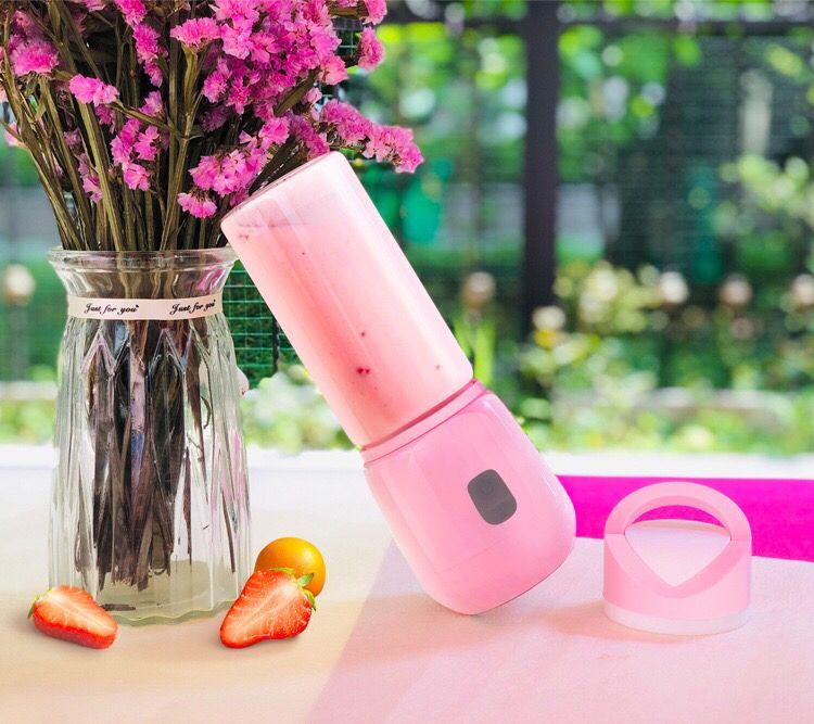 Portable Blender, Mini Personal Blender Small Smoothie Blender USB Fruit Juicer USB Rechargeable, Waterproof, BPA Free