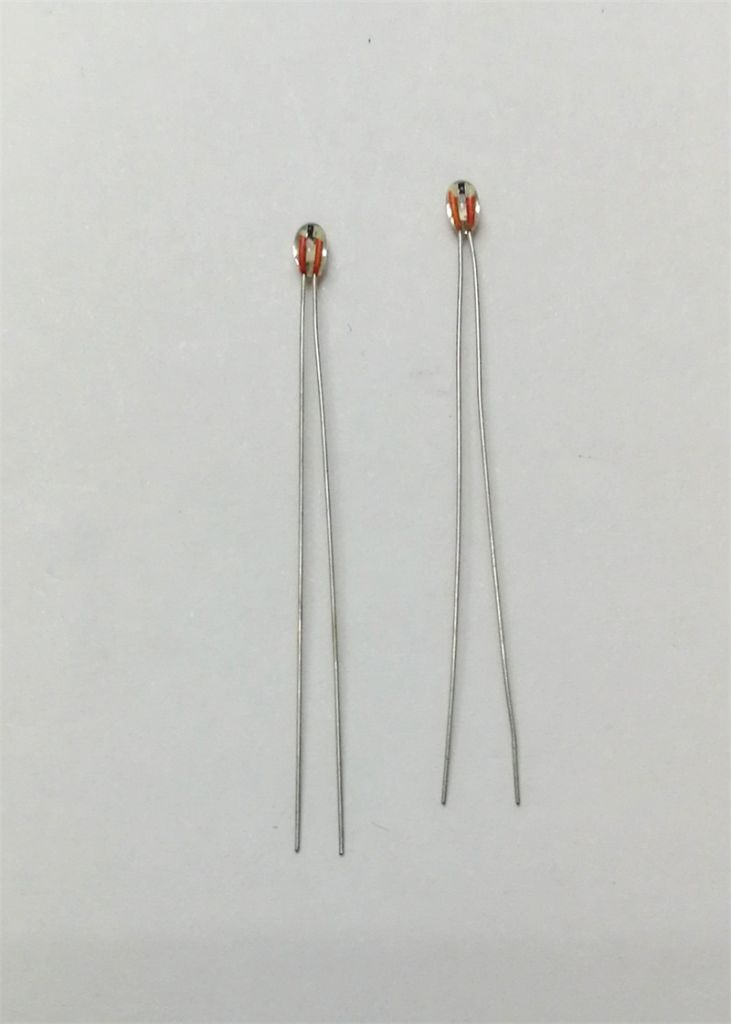 Glass sealed thermistor for temperature sensor with waterproof