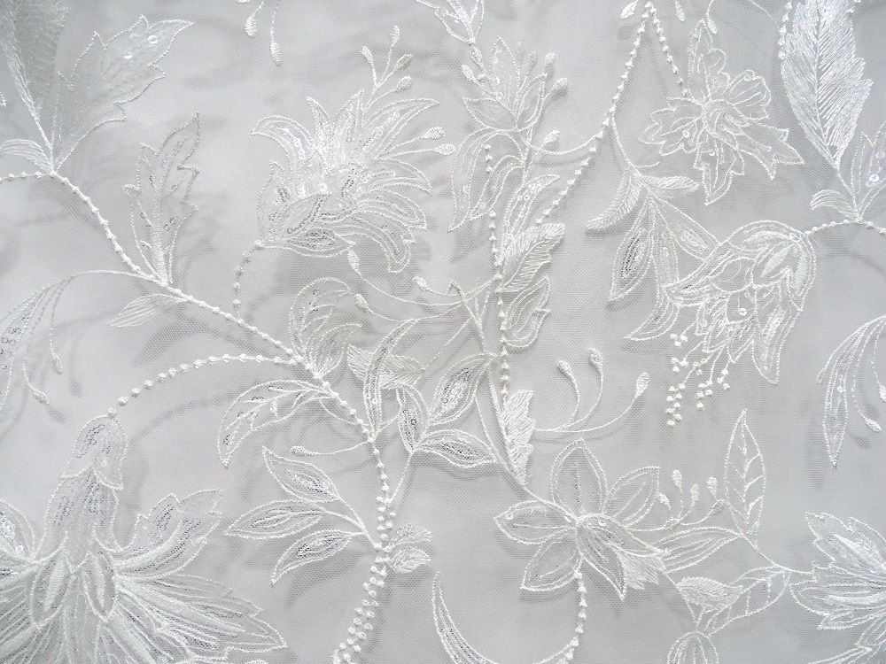 New design ivory lace Embroidered lace Fabric for Wedding gowns/bridal dress
