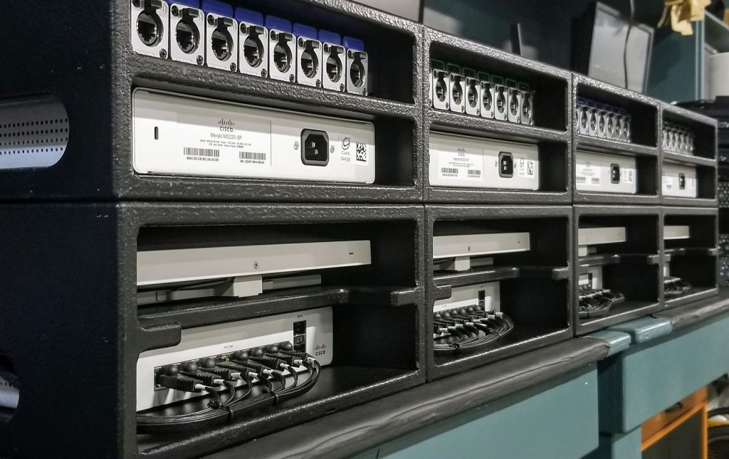 C9300-24T-E cisco C9300-24T-E