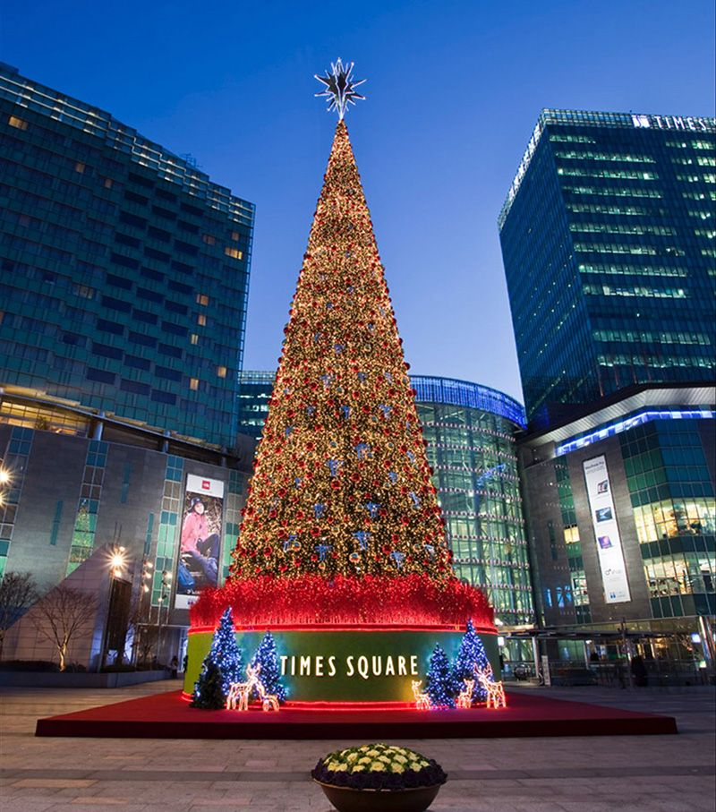 Giant customized indoor/outdoor commercial Christmas tree
