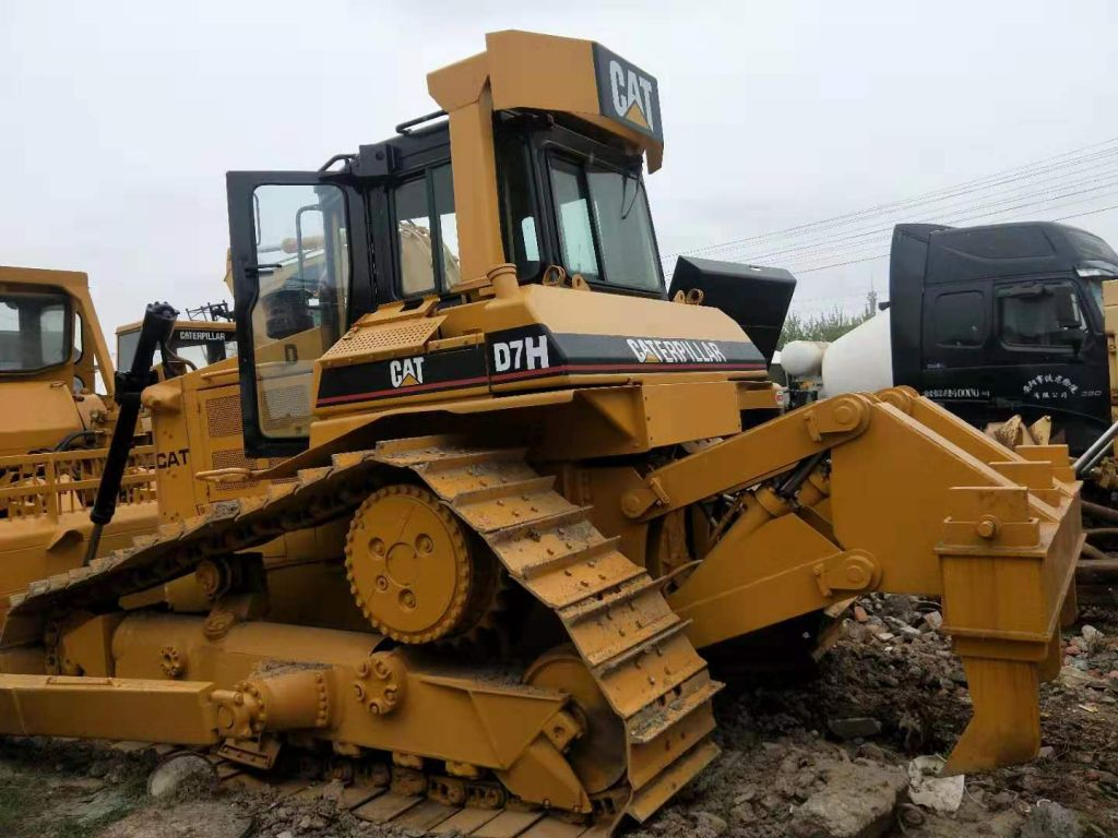 used caterpillar D7H bulldozer