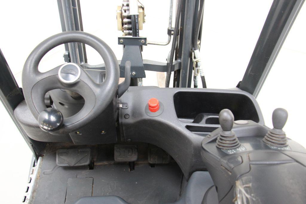 Linde electric 3-wheel forklift